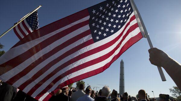 Участники демонстрации в Вашингтоне, США