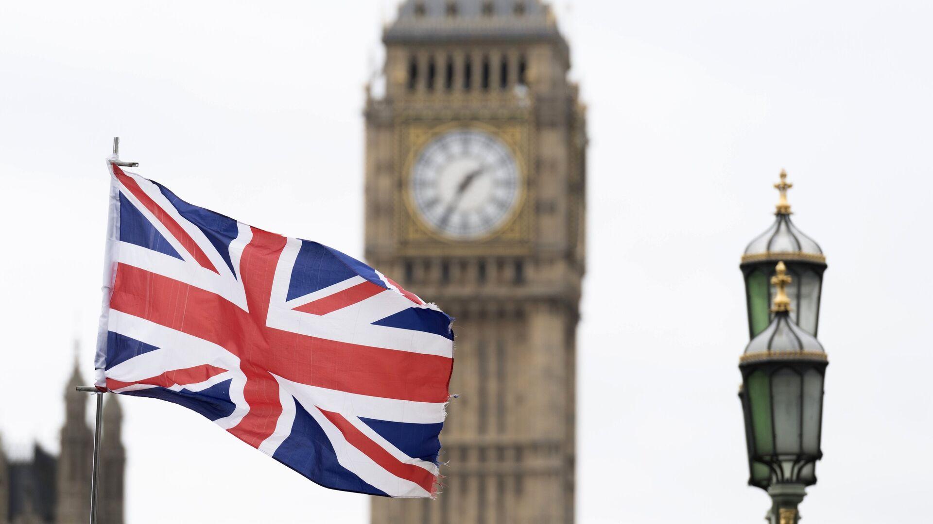 Флаг Великобритании на фоне Вестминстерского дворца в Лондоне - РИА Новости, 1920, 24.03.2021