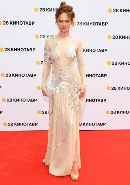 Актриса Дарья Чаруша на торжественной церемонии открытия 28-го Открытого российского кинофестиваля Кинотавр в Сочи