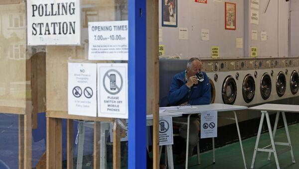 Участок для голосования на досрочных парламентских выборах в Хедингтоне, Великобритания. 8 июня 2017