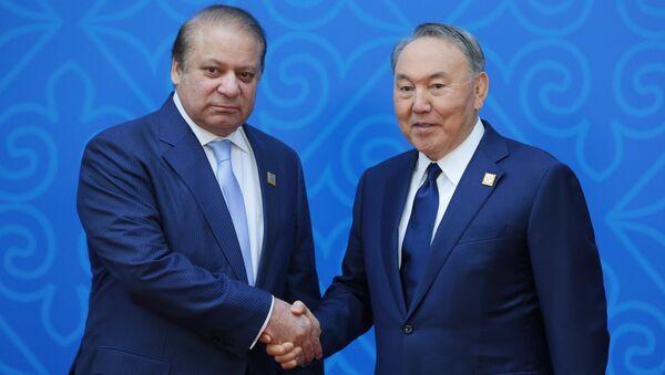 Премьер-министр Пакистана Наваз Шариф и президент Казахстана Нурсултан Назарбаев перед заседанием совета глав государств - членов ШОС. 9 июня 2017