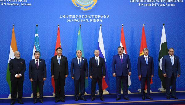 Главы государств участников Шанхайской организации сотрудничества на саммите в Астане. 9 июня 2017