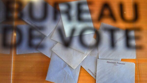 Избирательная урна на избирательном участке во Франции. 11 июня 2017