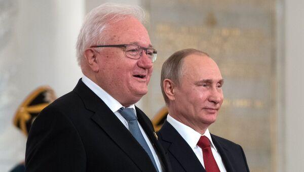 Вручение Государственных премий президентом РФ В. Путиным в День России