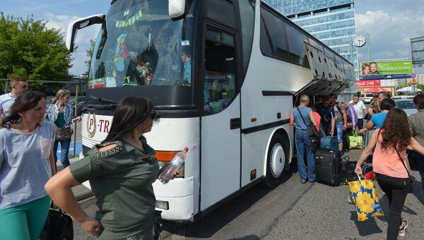 Автобус Черновцы - Варшава на Западном автовокзале польской столицы. С 11 мая украинские граждане могут без виз путешествовать в страны Шенгенской зоны