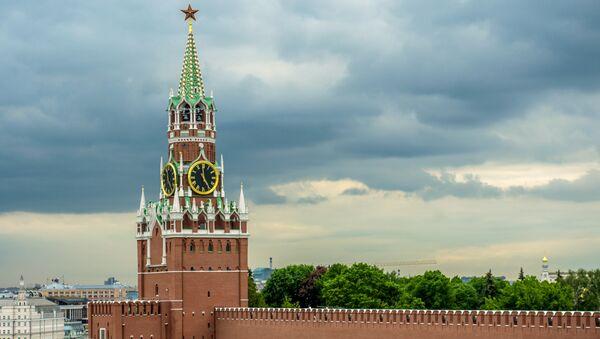 Вид на Спасскую башню в Москве. Архивное фото