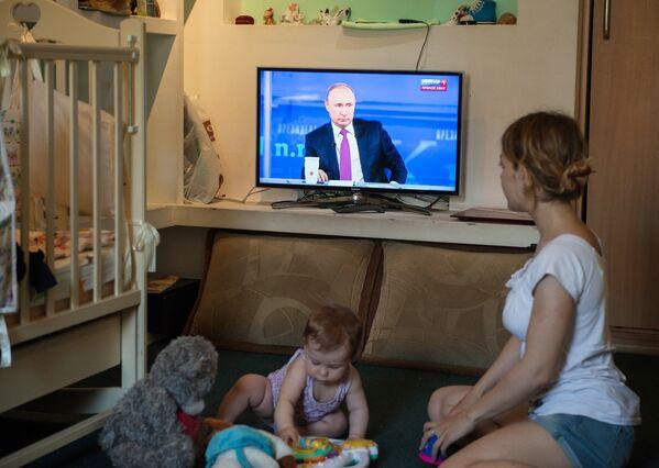 Трансляция Прямой линии с Владимиром Путиным. 15 июня 2017