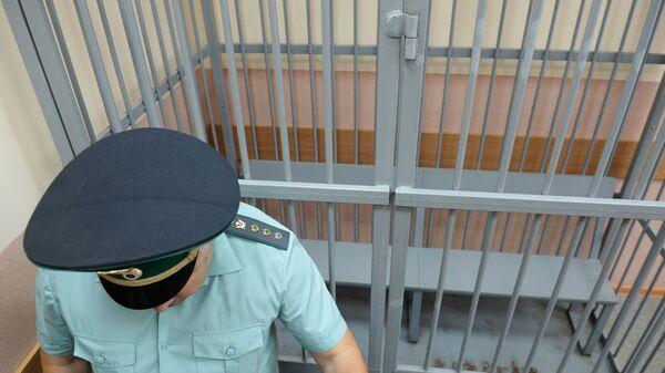 Клетка для обвиняемых в зале суда