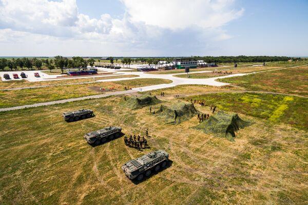 Замаскированная военная техника участников конкурса зенитчиков Чистое небо на полигоне Ейский в Краснодарском крае