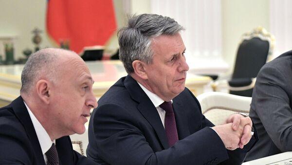 Главный исполнительный директор концерна Royal Dutch Shell Бен ван Берден во время встречи с президентом РФ Владимиром Путиным в Кремле. 21 июня 2017