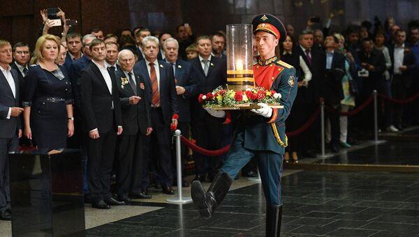 Торжественная церемония зажжения Свечи Памяти, посвященной памяти погибших в Великой Отечественной войне в зале Памяти и Скорби Музея Победы в Москве