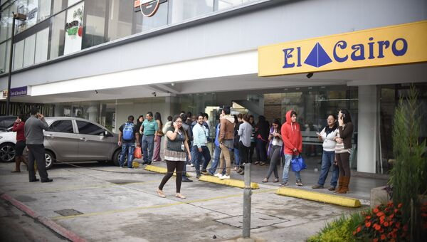 Эвакуация из офисного здания в Гватемале, после землетрясения. 22 июня 2017