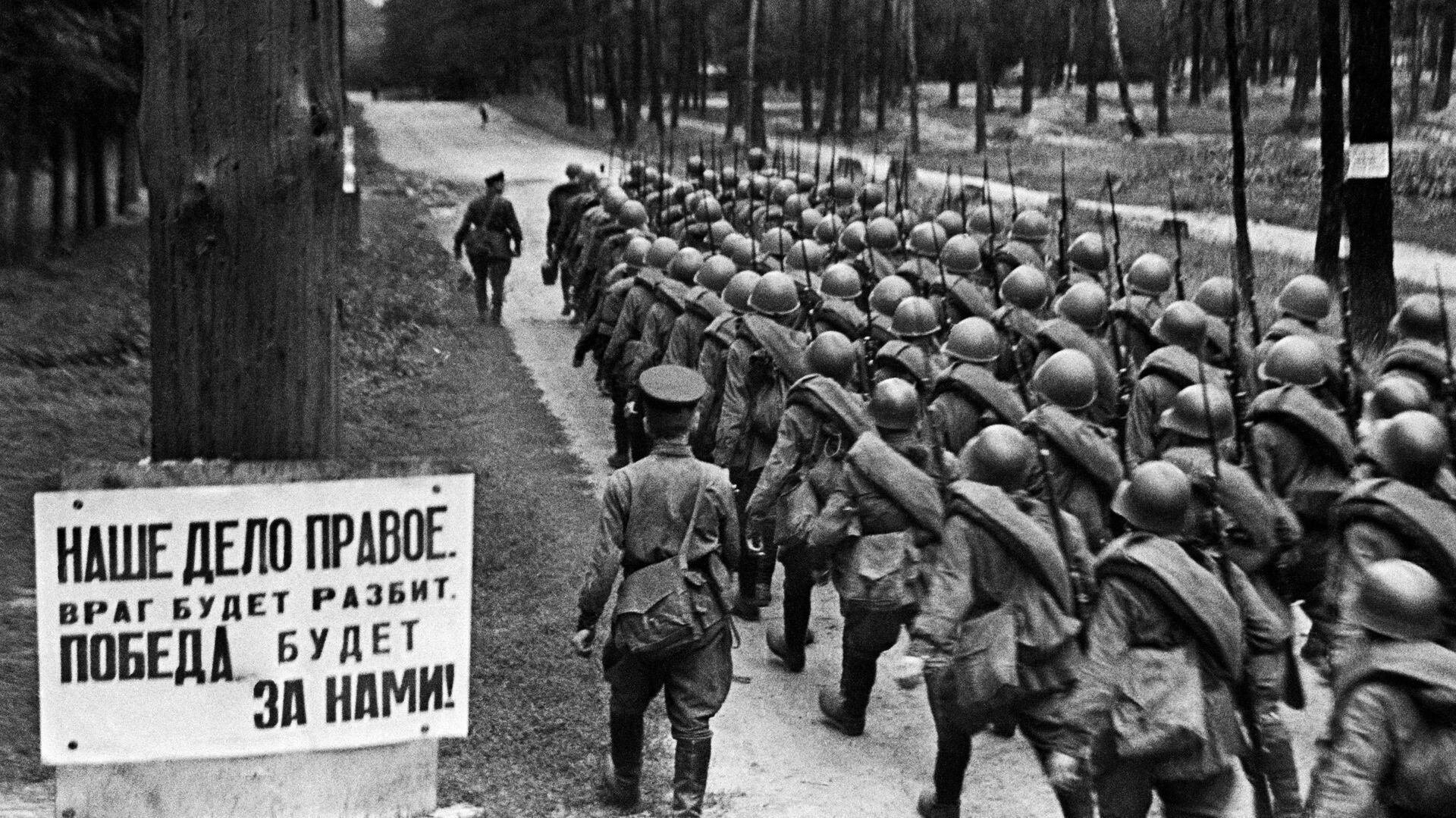 Колонны бойцов движутся на фронт. Москва. 23 июня 1941  - РИА Новости, 1920, 21.06.2021