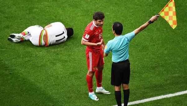 Карлос Вела (Мексика) и Юрий Жирков (Россия) во время матча Кубка конфедераций-2017. Архивное фото