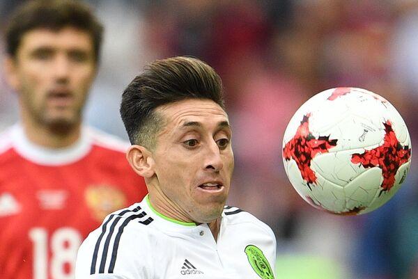 Эктор Эррера (Мексика) во время матча Кубка конфедераций-2017 по футболу между сборными Мексики и России