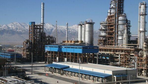 Нефтеперерабатывающий завод в иранском городе Исфахан. Архивное фото