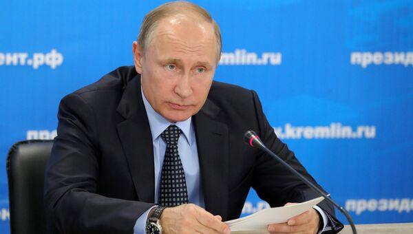 Президент РФ Владимир Путин на базе концерна Калашников в Ижевске