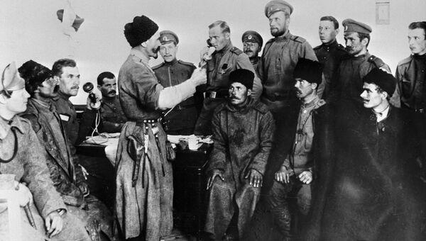 Дикая дивизия, отказавшаяся наступать на Петроград, братается с революционными солдатами