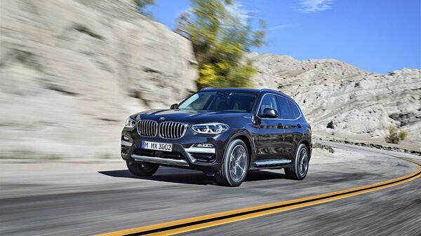 Автомобиль BMW X3. Архивное фото