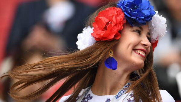 Болельщица сборной России перед началом матча Кубка конфедераций - 2017 по футболу между сборными Мексики и России