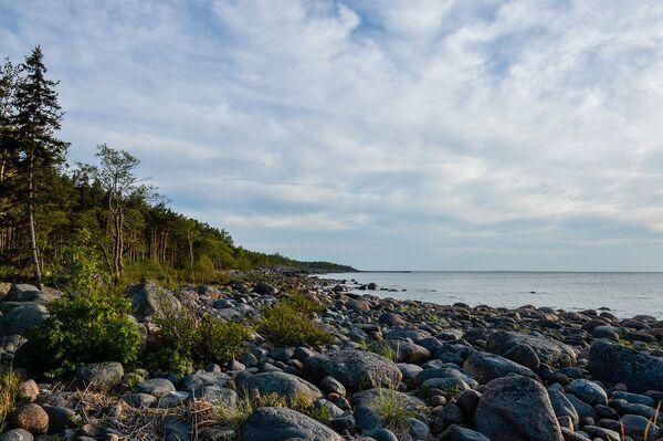 Связи на острове практически нет, но на этом каменном пляже можно даже поймать 3G