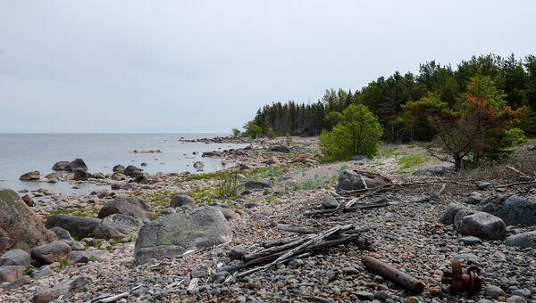 Каменный пляж на острове Большой Тютерс