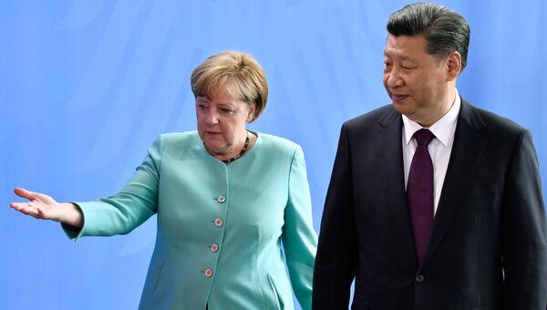 Канцлер Германии Ангела Меркель и председатель КНР Си Цзиньпин во время встречи в Берлине