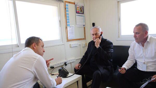Премьер-министр Израиля Биньямин Нетаньяху во время телефонного разговора