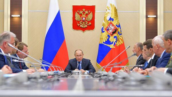 Президент РФ Владимир Путин проводит заседание Комиссии по вопросам военно-технического сотрудничества (ВТС). Архивное фото