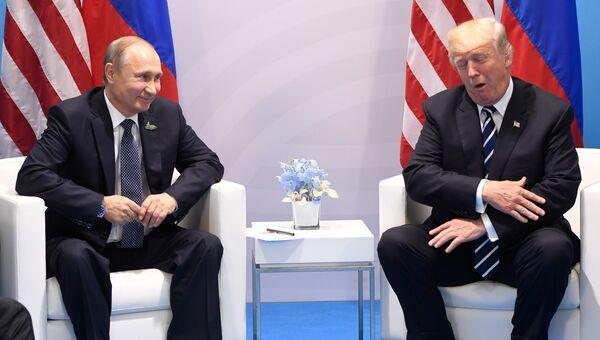 Президент России Владимир Путин и президент США Дональд Трамп. Архивное фото