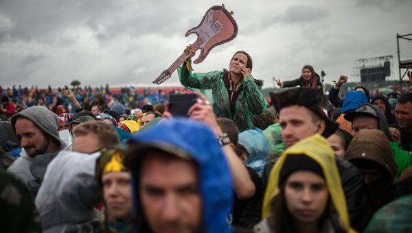 Зрители на музыкальном фестивале Нашествие 2017 в поселке Большое Завидово в Тверской области