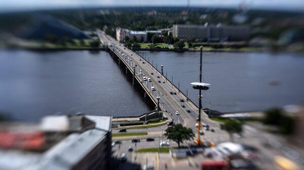 Каменный мост через реку Даугаву в Риге. Архивное фото