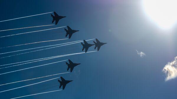 Многоцелевые истребители МиГ-29 пилотажной группы Стрижи. Архивное фото