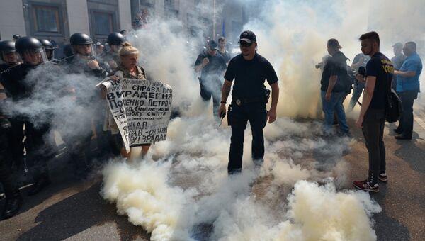 Участники акция протеста у здания Верховной рады Украины в Киеве. Архивное фото