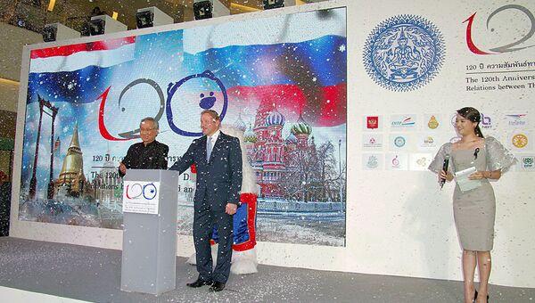 Посол РФ в Таиланде К.Барский и министр иностранных дел Таиланда Дон Праматвинай на фестивале к 120-летию дипотношений России и Таиланда