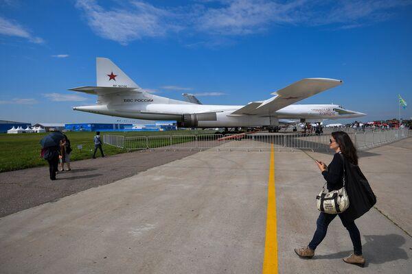 Стратегический бомбардировщик-ракетоносец Ту-160 Николай Кузнецов на Международном авиационно-космическом салоне МАКС-2017