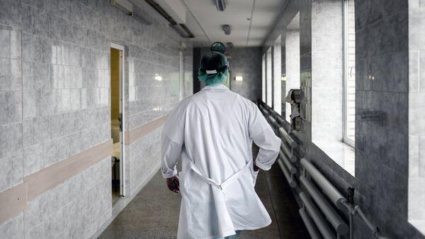Врач в больнице