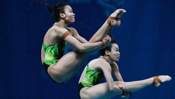 Юнь Хун Чон и Панделела Памг (Малайзия) в финальных соревнованиях по синхронным прыжкам в воду с вышки 10 м среди женщин на чемпионате мира FINA 2017