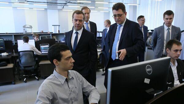Дмитрий Медведев во время посещения института НАМИ. 21 июля 2017