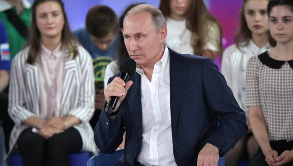 Владимир Путин во время Недетского разговора в образовательном центре для одаренных детей Сириус в Сочи. 21 июля 2017