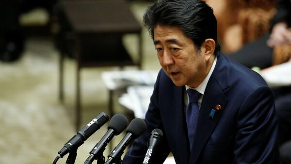 Премьер-министр Японии Синдзо Абэ на заседании нижней комиссии по бюджету в парламенте в Токио. 24 июля 2017