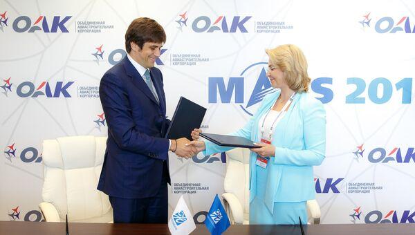 Вице-президент ОАК по экономике и финансам Алексей Демидов и председатель правления Новикомбанка Елена Георгиева.
