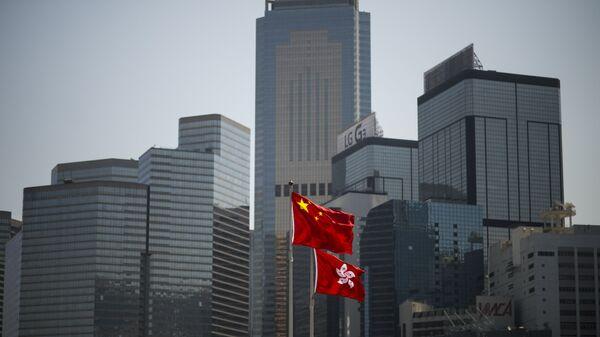 Государственные флаги КНР и Гонконга