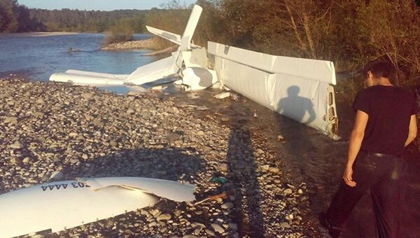 Место падения легкомоторного самолета в Пицунде