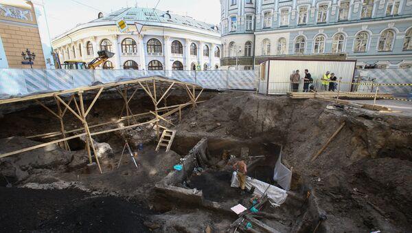 Место раскопок на Биржевой площади. 27 июля 2017