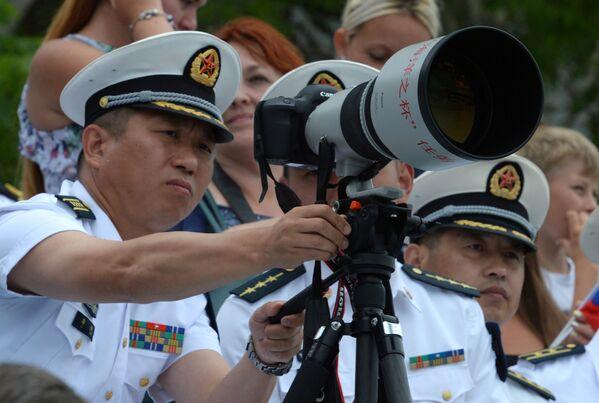 Китайские военнослужащие, гости военно-спортивного праздника по случаю празднования Дня Военно-морского флота России во Владивостоке. 30 июля 2017