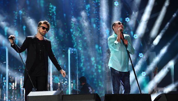 Певцы Александр Панайотов и Григорий Лепс выступают на творческом вечере Григория Лепса в рамках международного музыкального фестиваля ЖАРА в Баку