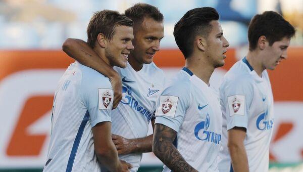 Игроки ФК Зенит радуются забитому голу в матче против ФК Тосно. 30 июля 2017