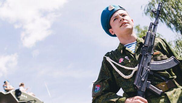 Празднование Дня Воздушно-десантных войск в сквере Десантников в Иванове