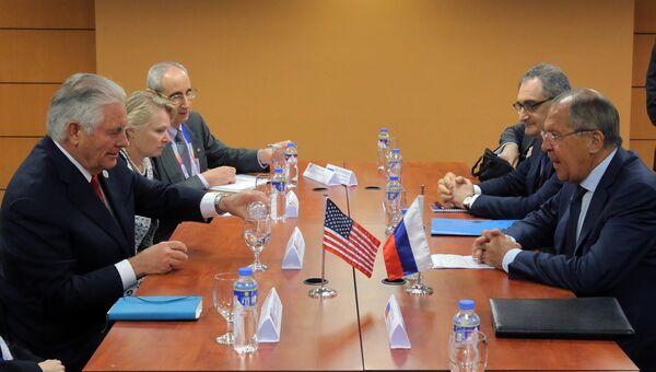 Министр иностранных дел РФ Сергей Лавров и государственный секретарь США Рекс Тиллерсон во время встречи в Маниле. 6 августа 2017